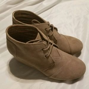 TOMS Desert ankle booties